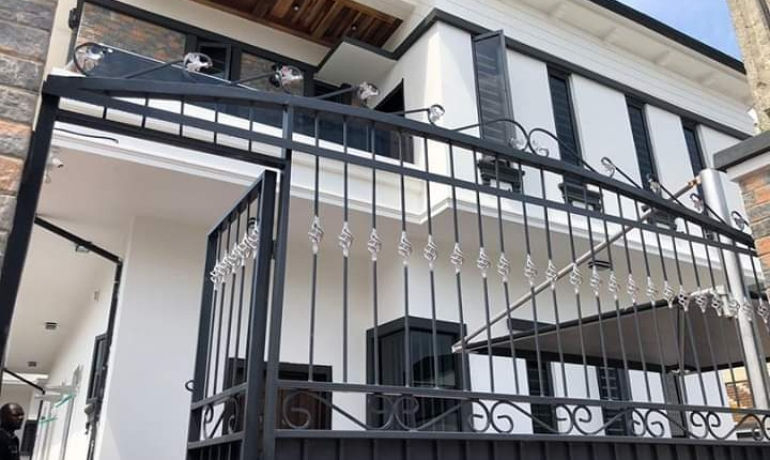 Executive 5 Bedroom Detached Duplex For Sale in Osapa London